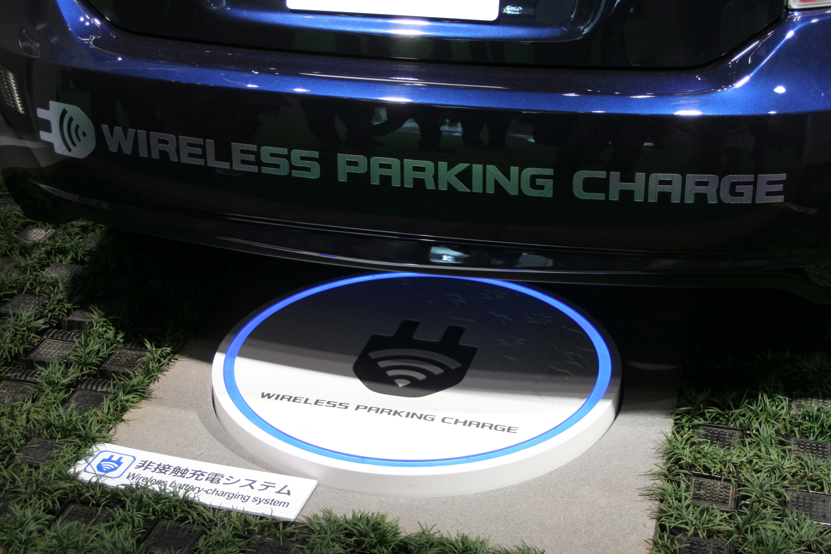 Electric_car_wireless_parking_charge_closeup